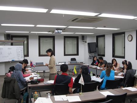 授業風景と長谷川講師